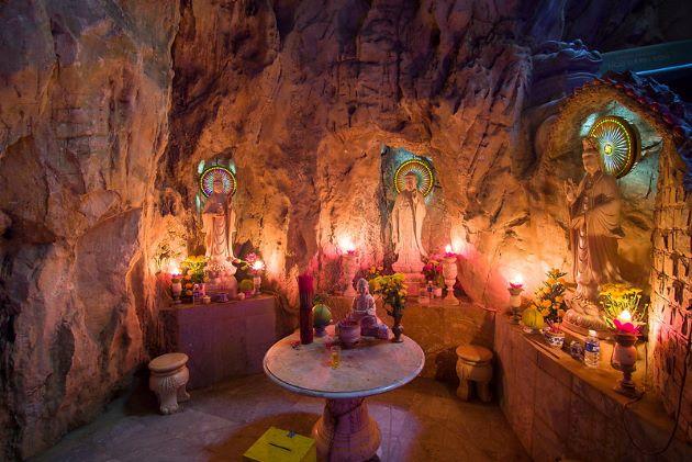am phu cave in danang