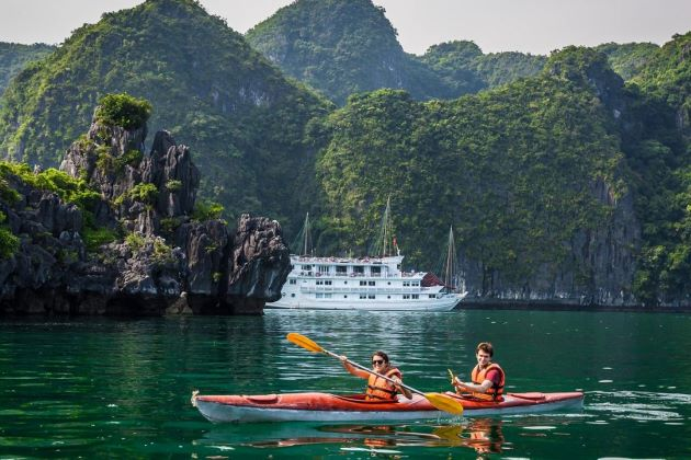 best time to travel halong bay