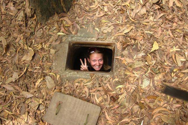 explore cu chi tunnels