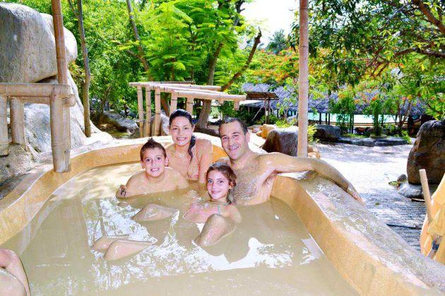 family mud bath in nha trang