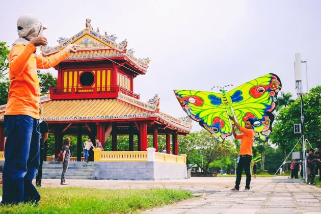 fly kites in hue