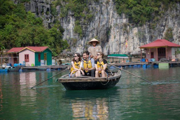halong bay travel by boat