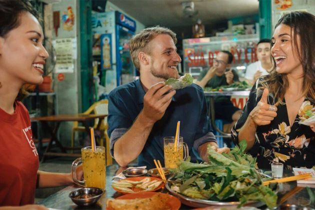 hanoi street food tour with a food blogger
