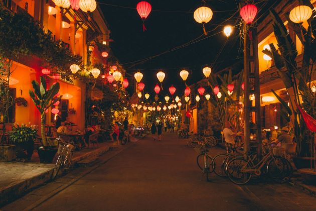 hoi an ancient town at night