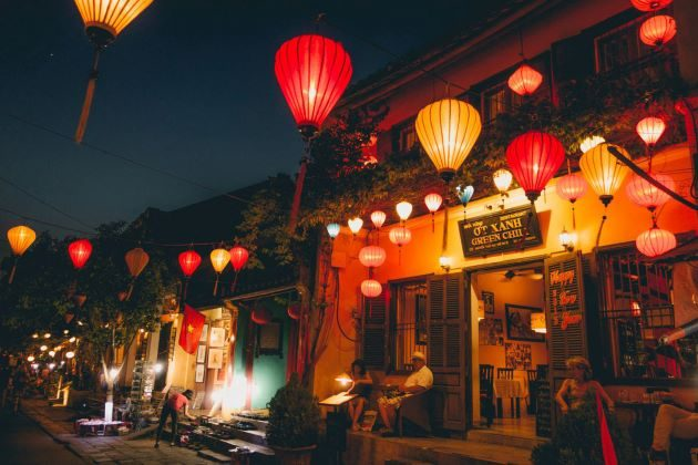 hoi an at night at lanterns