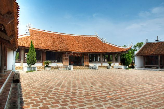 mong phu communal house in duong lam ancient village
