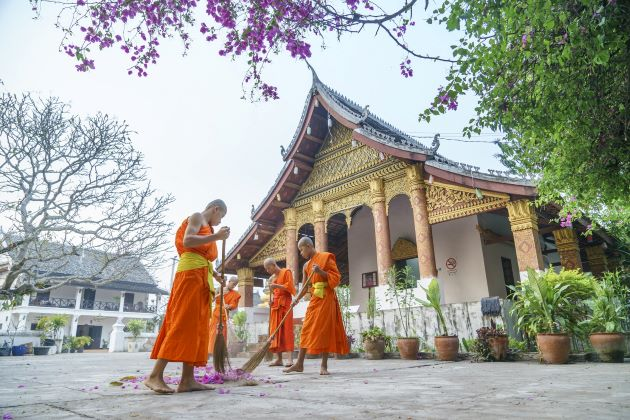 monks at luang prabang laos