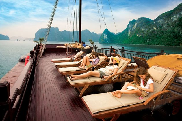 relax at halong luxury cruise