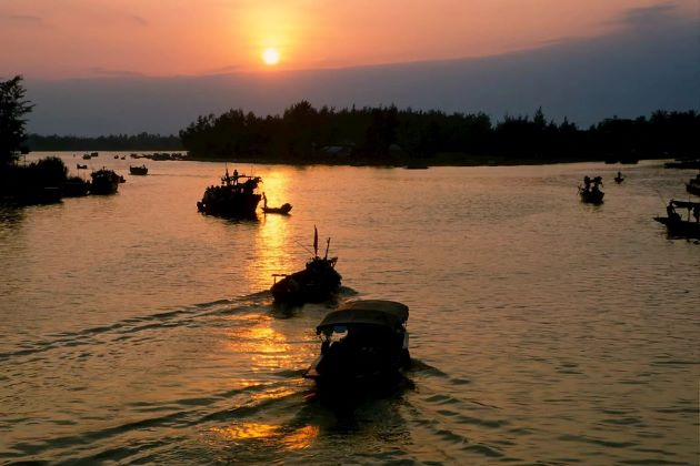 sunset of perfume river