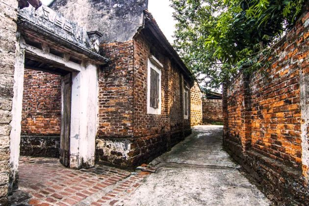 the ancient village of Duong Lam