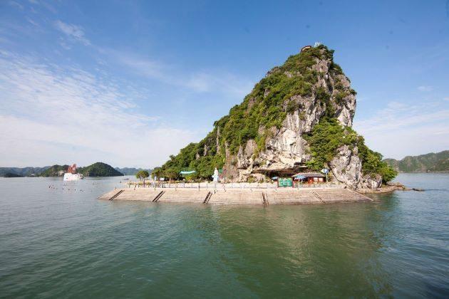 ti top island halong bay