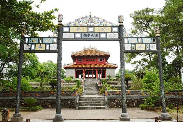 tomb of emperor minh mang in hue
