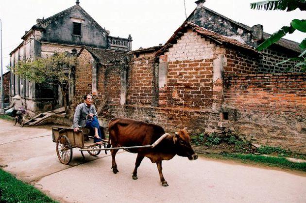 visit duong lam village in honeymoon package in vietnam
