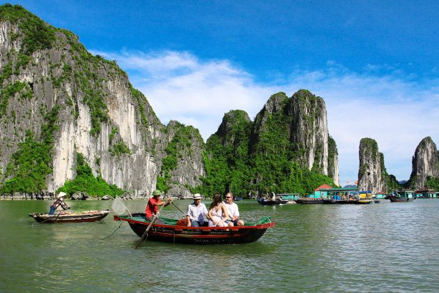 visit halong bay on a rowing boat