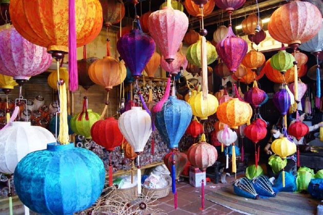 visit house of lanterns in Hoi An